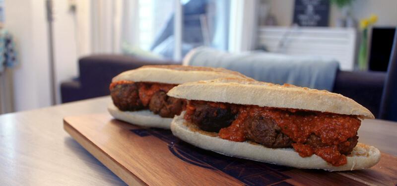 Probeer dit BBQ recept voor een Italiaans Broodje Bal eens! Heerlijk als lunch!