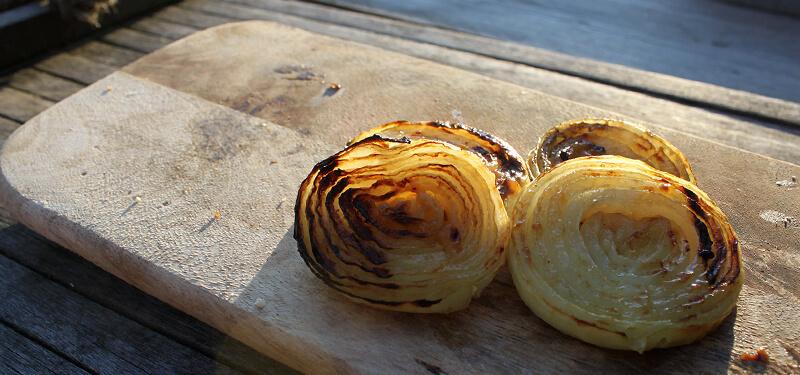 Een heerlijk bijgerecht hoeft niet moeilijk te zijn. Neem bijvoorbeeld dit BBQ recept voor honing mosterd uien.