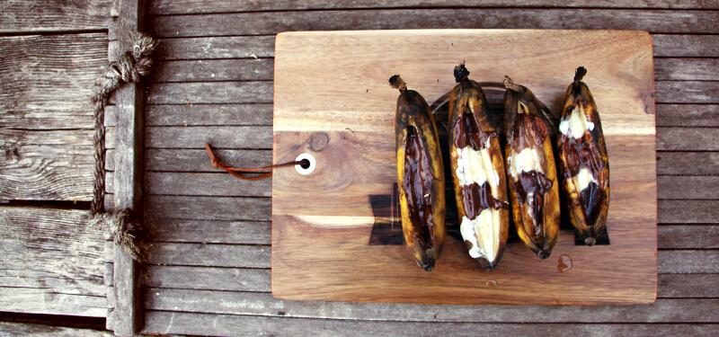 Een nagerecht of toetje van de BBQ? Ook dat kan! Bananen met chocolade van de BBQ bijvoorbeeld.
