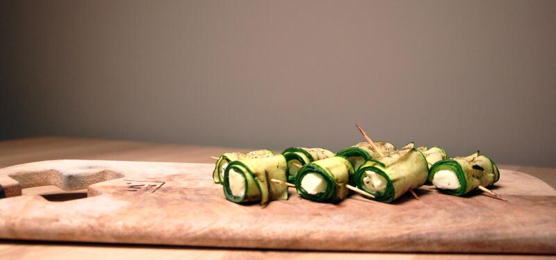 Groente Recepten BBQ? Jazeker! Probeer deze courgette geitenkaas rolletjes eens!