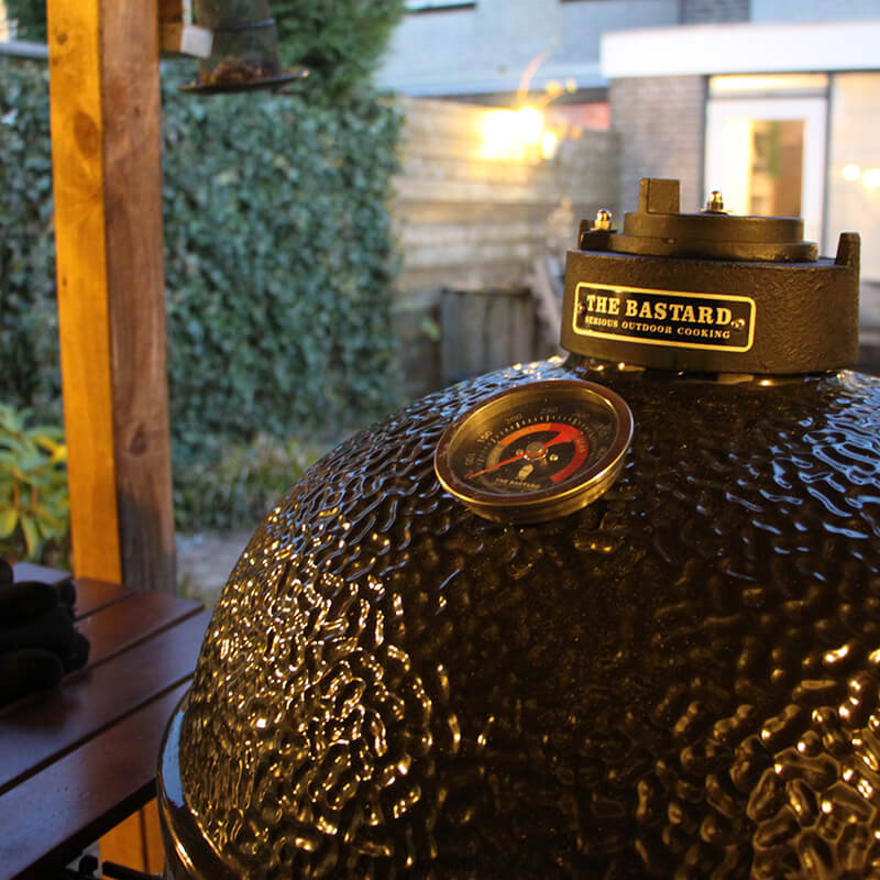 The Bastard Keramische BBQ