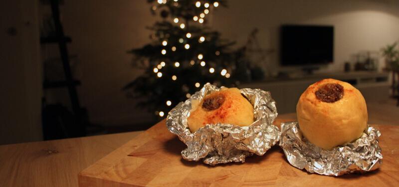 Op zoek naar Kerst BBQ Recepten? Deze gevulde appels van de BBQ zijn perfect als nagerecht!