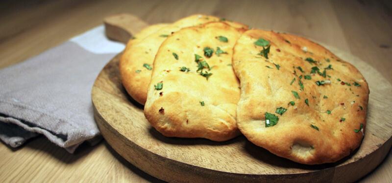 Met een pizzasteen maak je de heerlijkste en pizza's en broden gewoon op de BBQ!