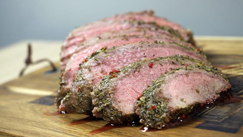 Eens iets anders dan spareribs en pulled pork, maar wel Low&Slow? Ga dan voor een langzaam gegaarde rosbief!