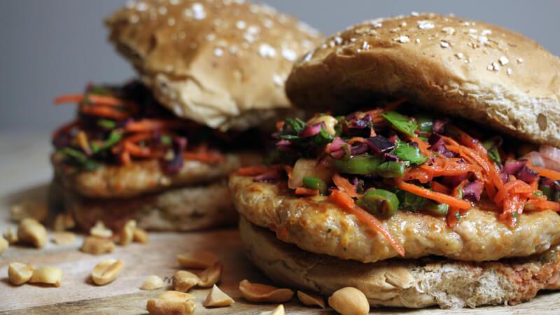 Dit hamburger recept voor Thaise Kip Burgers is een regelrechte aanrader!