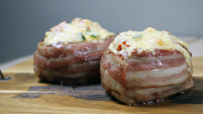 Een BBQ trend van vorig jaar is de Beercan Burger. Nog nooit geprobeerd? Zeker eens doen!