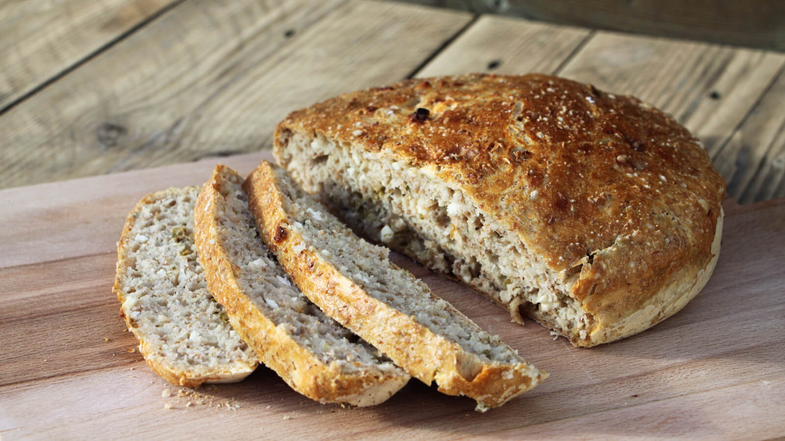 Brood bakken op de BBQ? Dat kan in een Dutch Oven. Probeer dit Griekse brood van de BBQ bijvoorbeeld eens.