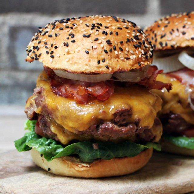 Psst Bijna weekend! Tijd voor Burger Friday dus! Vandaag heerlijkehellip