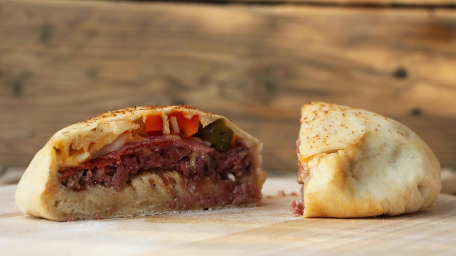 Dit hamburger recept is er voor de liefhebbers van pizza én hamburgers, die kiezen te moeilijk vinden!