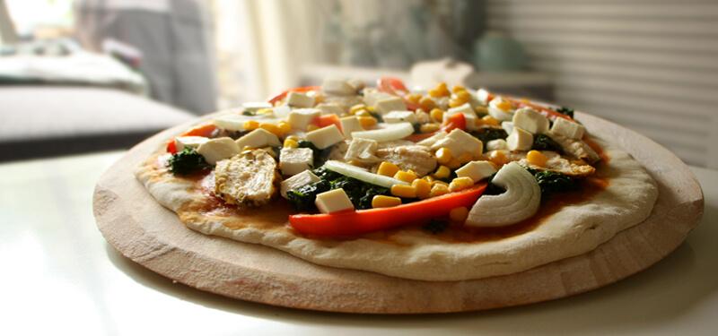 De BBQ is niet alleen voor vlees. Je kunt er ook pizza's op bereiden!