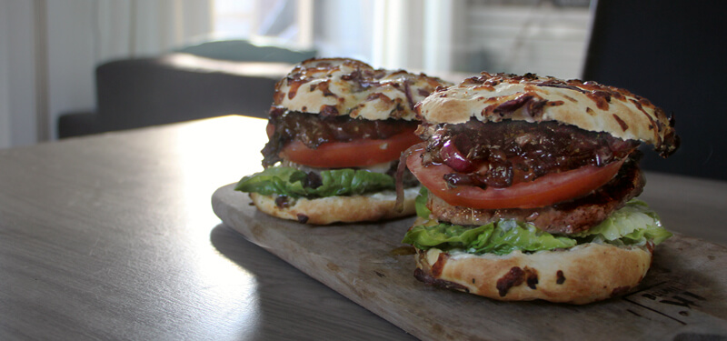 Een keer een speciale hamburger maken? Probeer deze Focaccia Burgers!