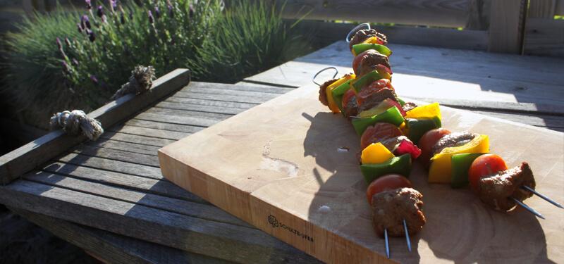 Met dit recept voor biefstuk kebabs schotel je je eters in no time heerlijke spiesen met mals vlees voor!