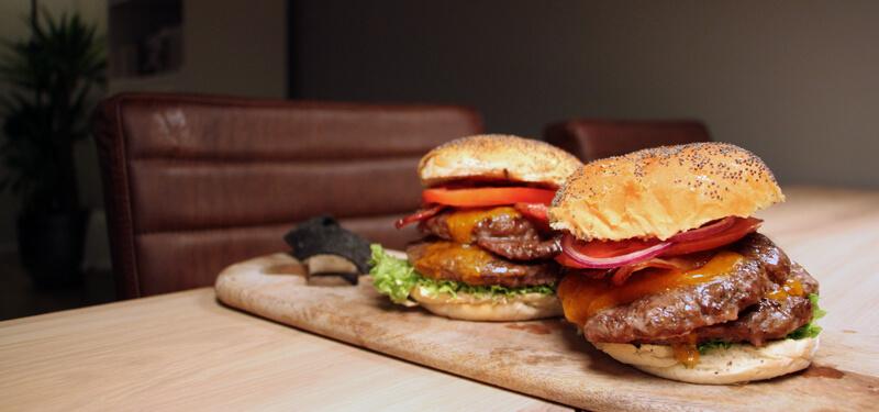 Zelf hamburgers maken die de McDonald's overtreffen? Probeer dit hamburger recept dan eens!