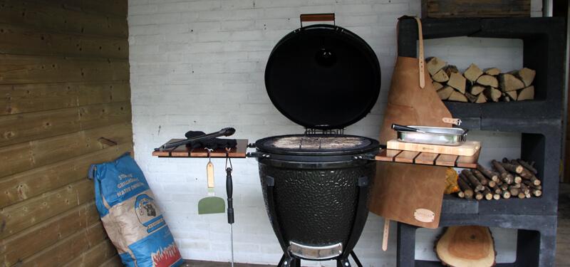The Bastard is dé kamado van Nederandse bodem. Een stoere keramische BBQ voor iedere BBQ fanaat!