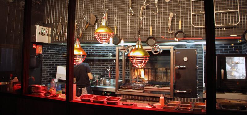 Heerlijke BBQ gerechten eten bij Black Smoke in Antwerpen.