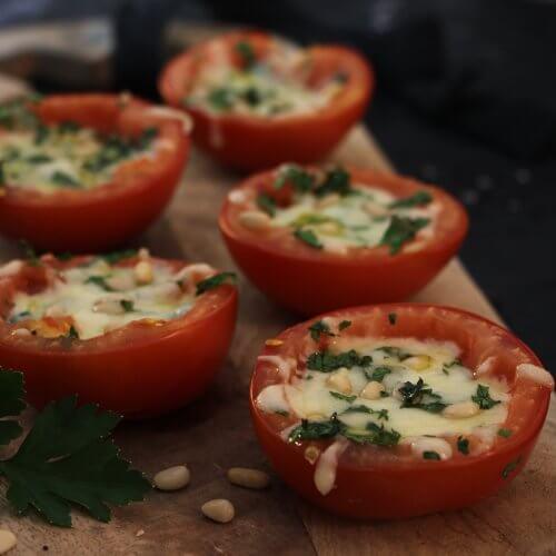 Gevulde tomaten van de BBQ