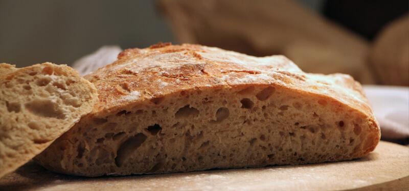 Brood uit een Dutch Oven van de BBQ. Beter wordt brood niet!