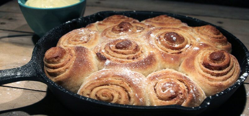 Ook voor de zoetekauwen zijn er genoeg BBQ recepten. Deze Cinnamon Rolls van de BBQ bijvoorbeeld!