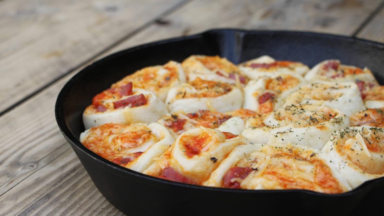 Een breekbrood van de BBQ? Een eitje met dit BBQ recept voor een pizza breekbrood!