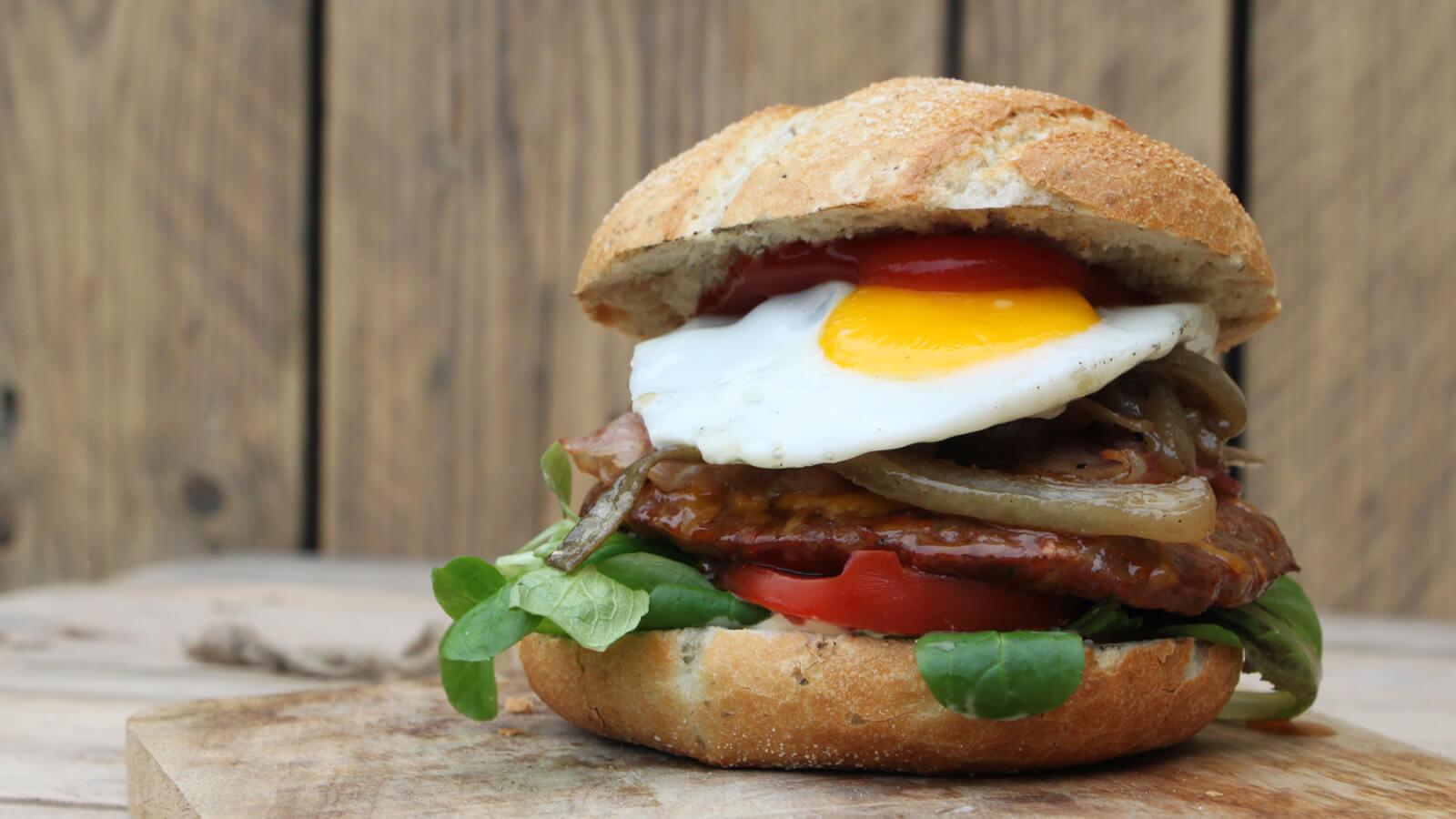 Een heerlijk hamburger recept voor Drunken Onion Burgers!
