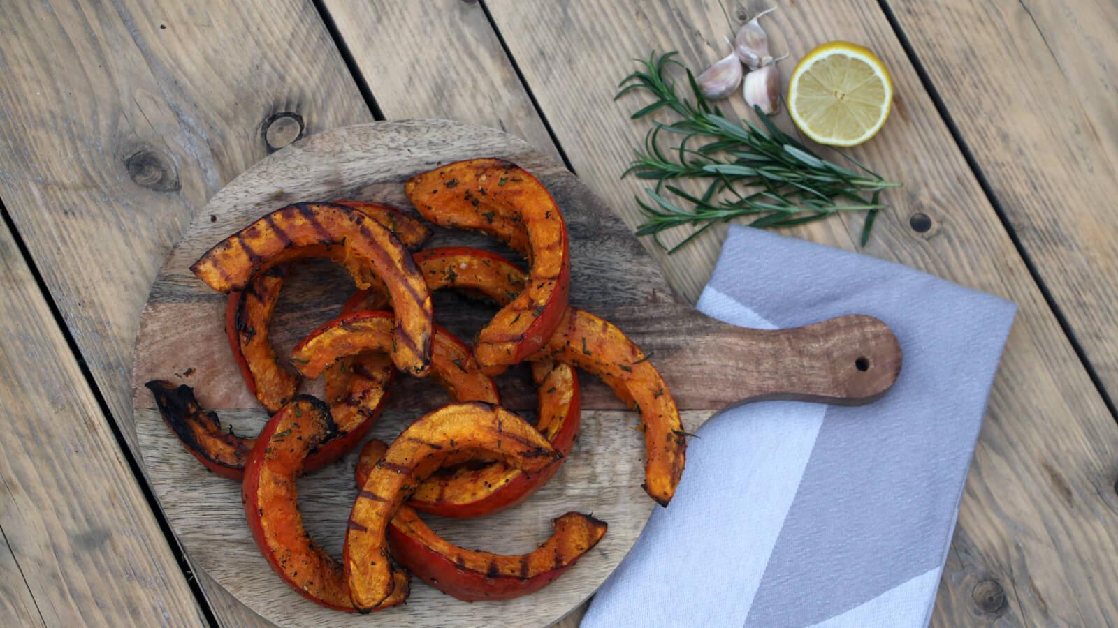 Maak van je BBQ een complete maaltijd met deze geroosterde pompoen!