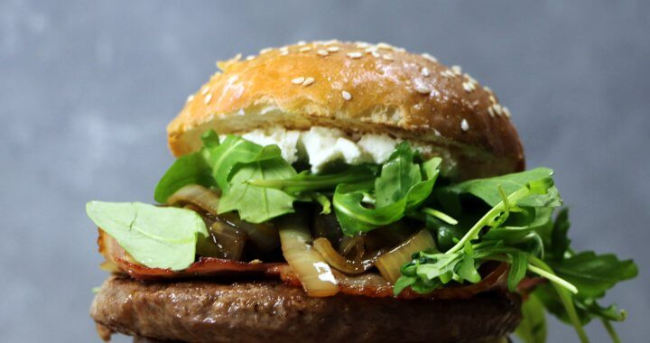 Barbecue Recept: Bourbon Burgers met Geitenkaas