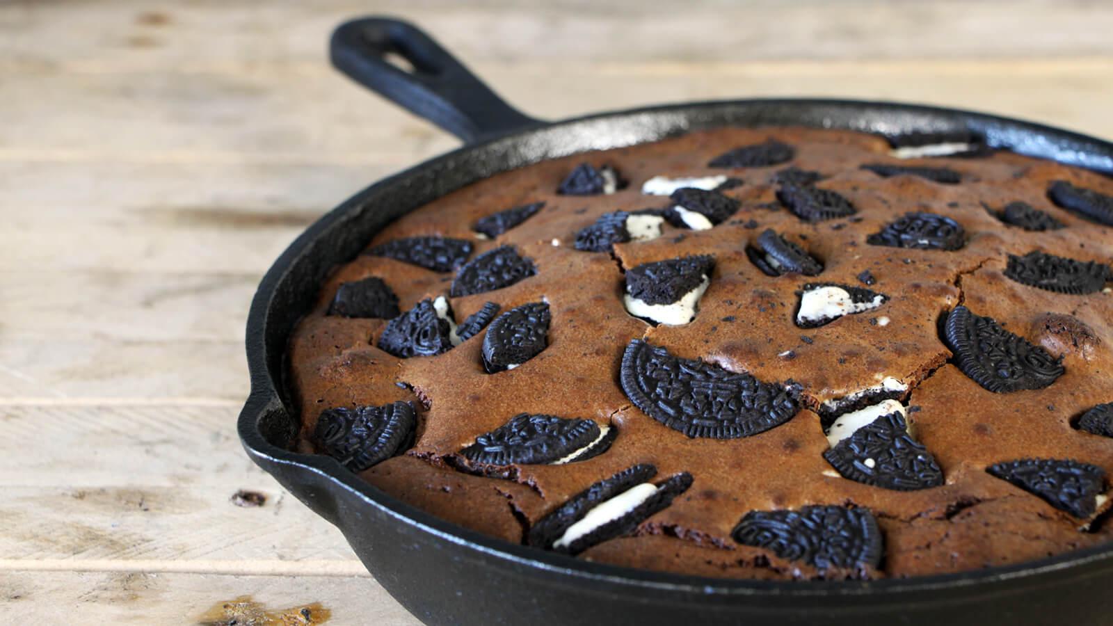 Je BBQ eindigen met een lekker dessert? Ga voor deze Oreo Brownie Skillet!