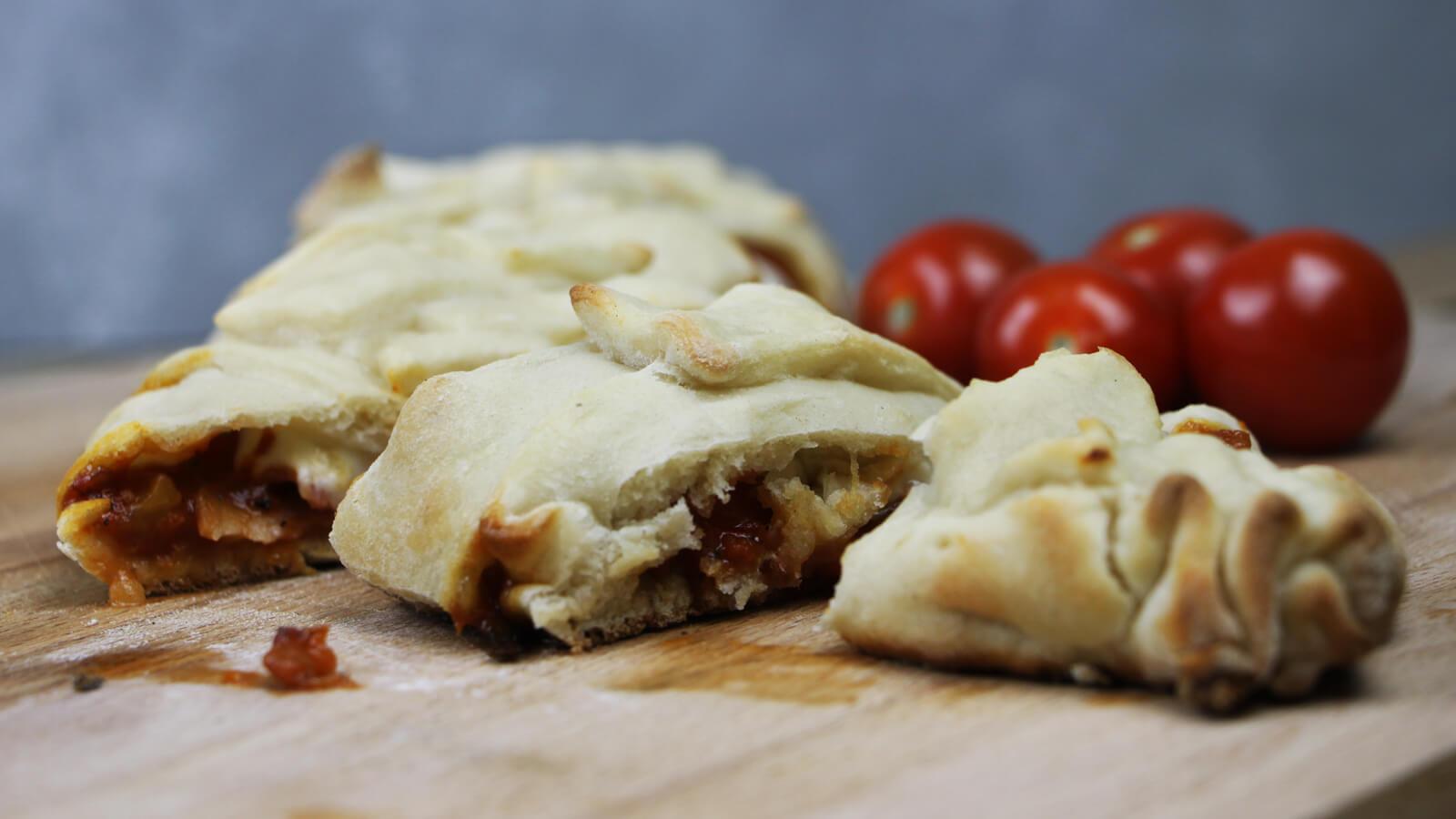 Pizza's bakken op de BBQ? Ga eens voor deze vlechtpizza!