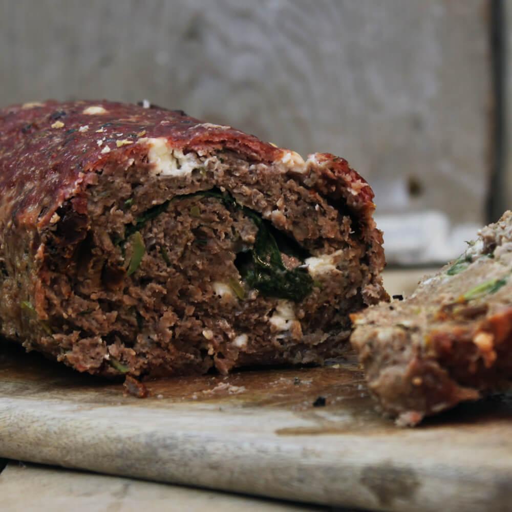 Op zoek naar een lekker én verrassend BBQ gerecht? Ga voor dit Griekse Gehaktbrood.