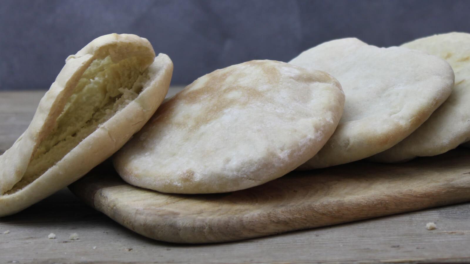 Zelf pita broodjes bakken op de BBQ? Ook dat kan!