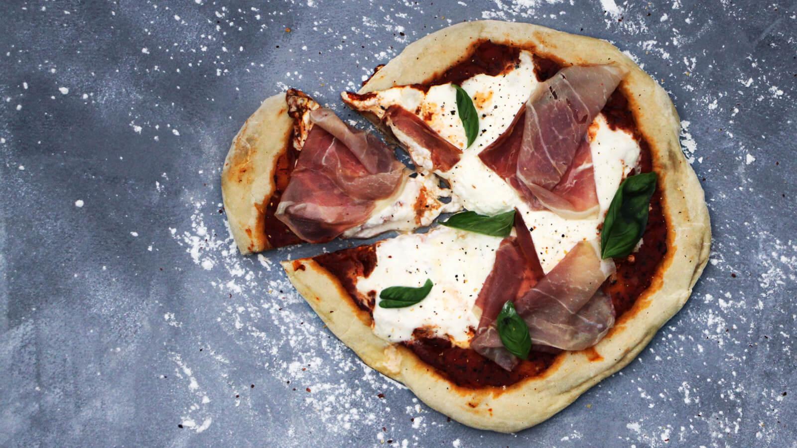 Pizza bakken op de BBQ? Ga eens voor deze met burrata!