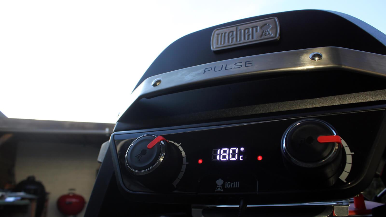 Ik testte de Weber Pulse 2000, de nieuwste elektrische BBQ van Weber, en schreef er een uitgebreide review over!