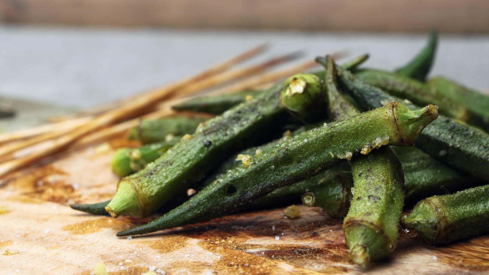 Wel eens okra's gegeten? Ze zijn heerlijk van de BBQ!