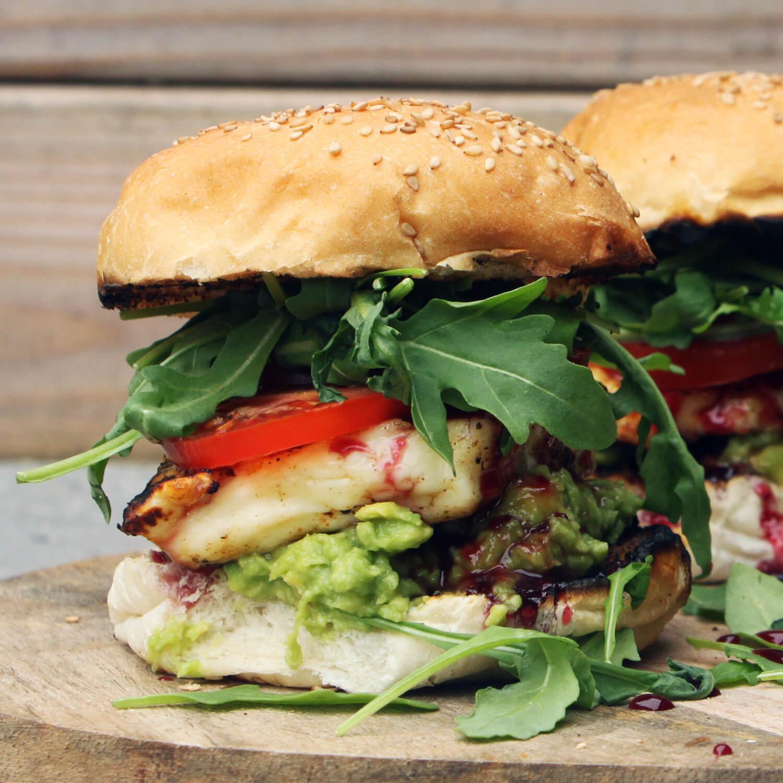 Dee vegetarische halloumi burgers van DJ BBQ zijn een ware smaakexplosie!