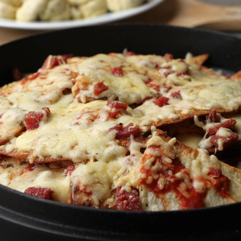 Op zoek naar een lekker BBQ voorgerecht? Doe deze pizza nacho's eens vooraf!