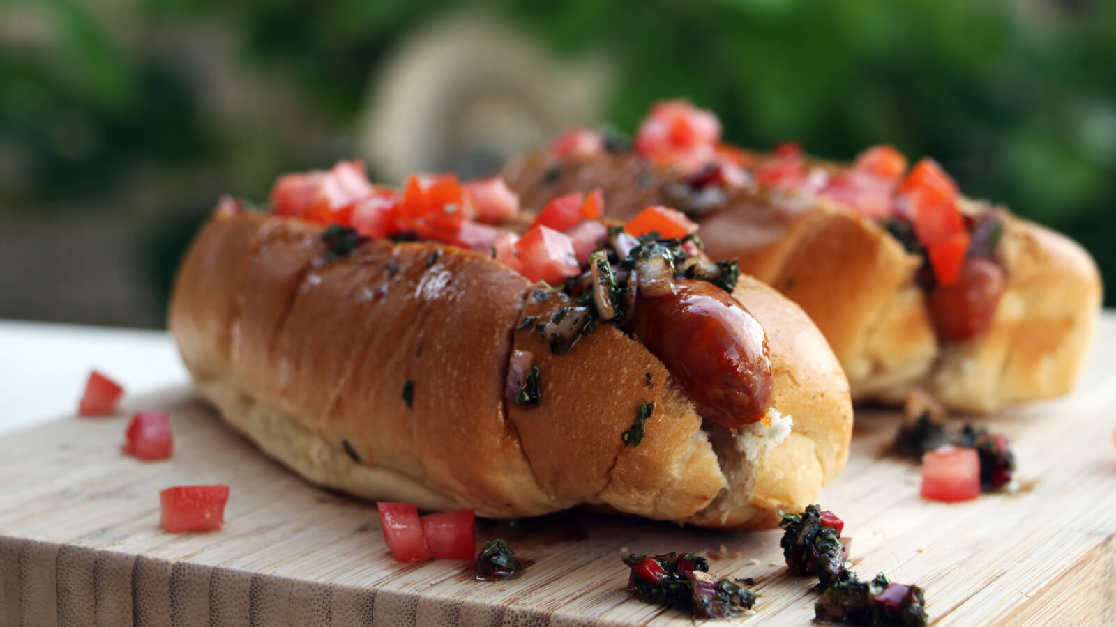 Op zoek naar een lekker hotdog recept van de BBQ? Ga voor deze Argentijnse hotdogs!