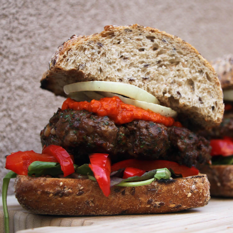 Hamburgers met een Kroatisch tintje: Ćevapčići Burgers!