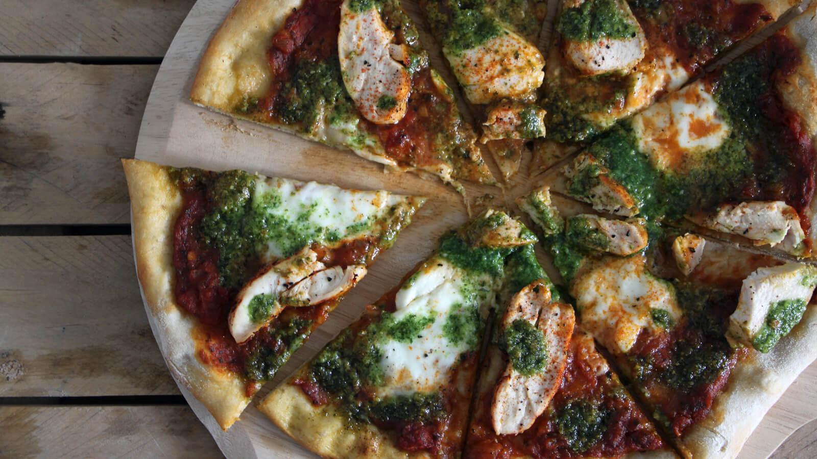 Deze Pizza Kip Pesto moet je een keer proberen!