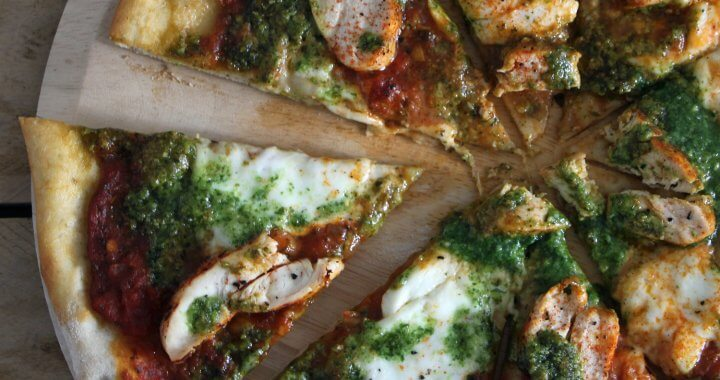 Pizza van de BBQ: Kip Pesto Pizza