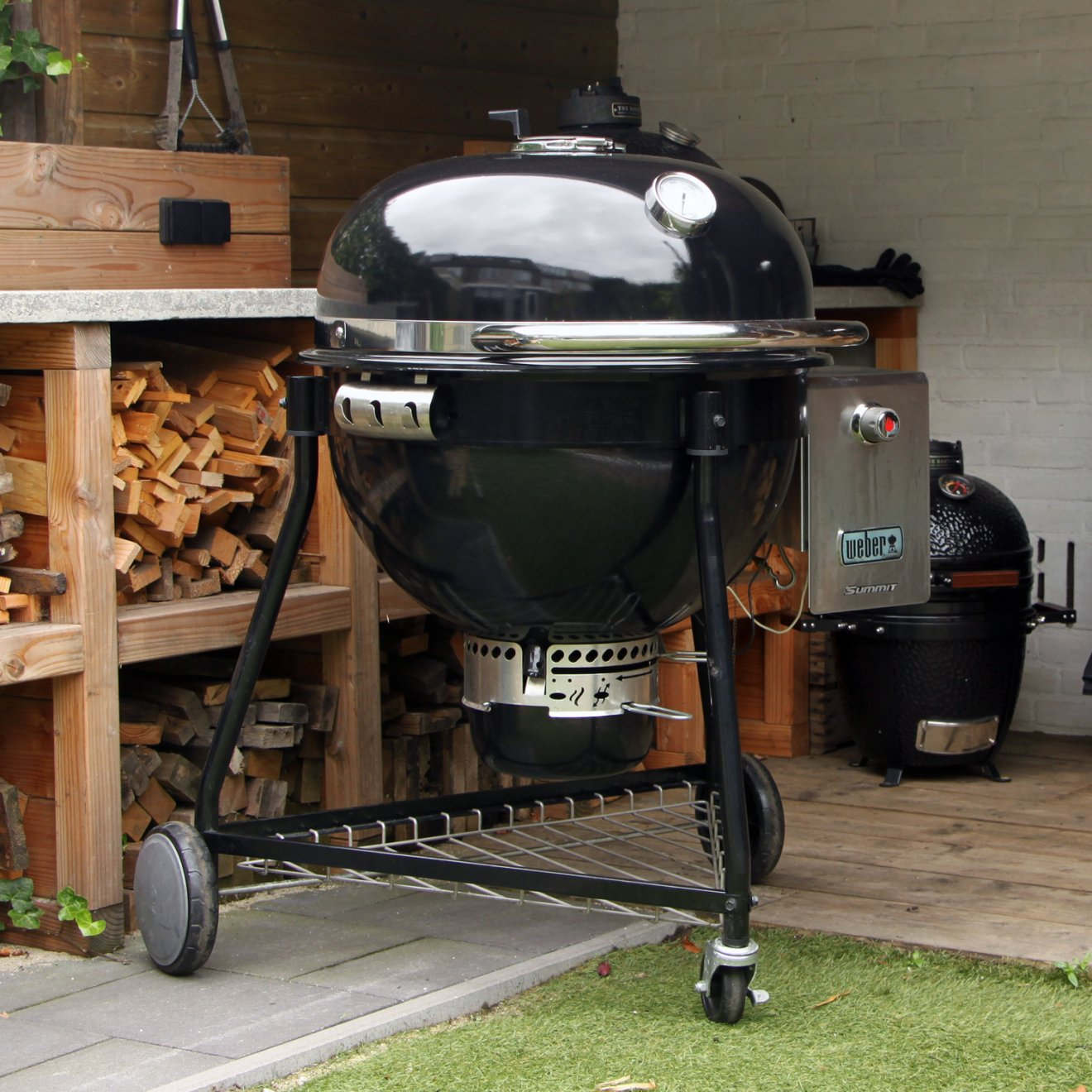 Review: Weber Summit Charcoal