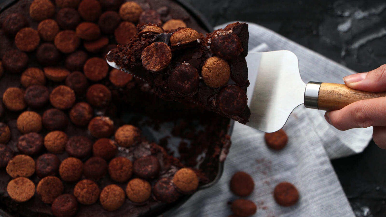 Brownie bakken op de BBQ? Ja hoor, kan! Ga bijvoorbeeld voor deze kruidnoten brownie!