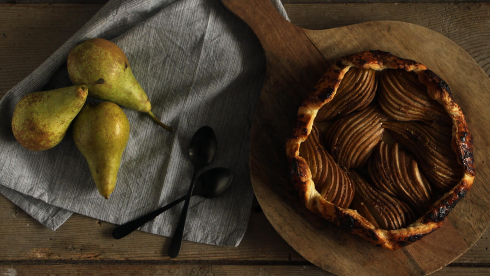 Wil jij een lekker toetje van de BBQ met fruit? Ga voor deze peren galette!