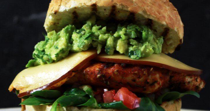 BBQ Recept voor Cajun Kip Burgers