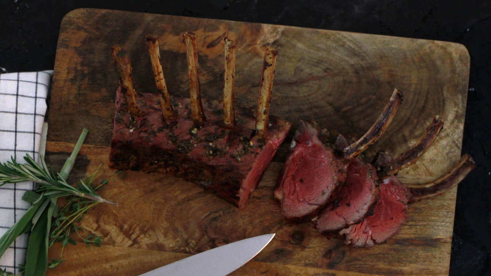 Lamsrack op de BBQ bereiden? Zo krijg je een perfect resultaat!