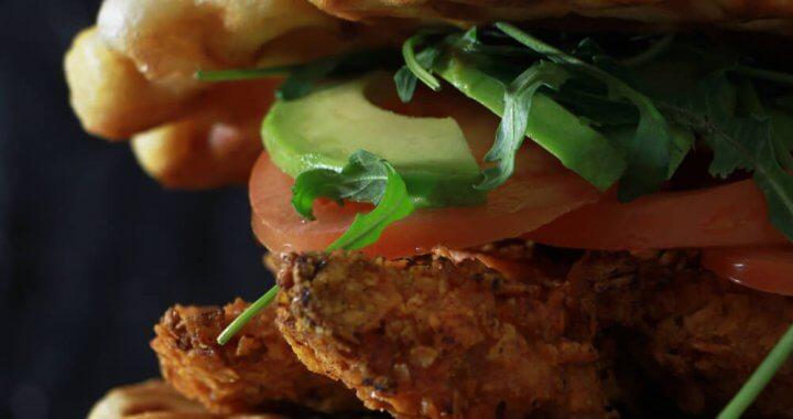 Fastfood, maar dan écht lekker? Ga voor deze Chicken Waffle Burgers!